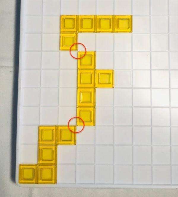 (圖二) 每次出方塊棋時,都需連接同顏色方塊的其中一角!(角對角)